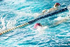 Raça da natação Fotografia de Stock Royalty Free