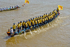 Raça de barco cambojana do festival da água imagem de stock royalty free