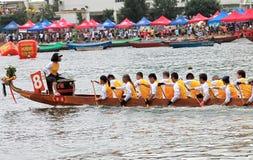 Raça de barco do dragão Fotos de Stock Royalty Free
