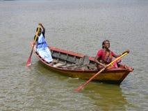 Raça de barco rural das mulheres fotografia de stock