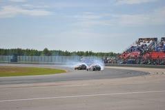 A raça de carro de ajustamento, luzes incendiárias, verificadores em raças deriva imagens de stock