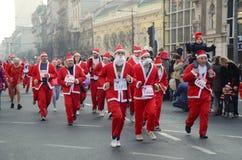 Raça de Santa Clauses em Belgrado, Sérvia imagens de stock royalty free