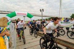 Raça dos desportistas em bicicletas Tyumen Rússia Foto de Stock Royalty Free