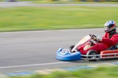 A raça vai-kart borrão foto de stock