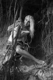 Raíces de la muchacha y del árbol Fotografía de archivo libre de regalías