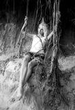 Raíces de la muchacha y del árbol Imagenes de archivo