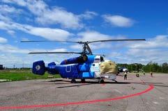 RA-31024 Avialift Vladivostok在停车处的Aviation Company卡莫夫钾32 S直升机在普尔科沃机场 库存图片