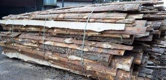 Raad en timmerhout voor verwerking stock afbeeldingen