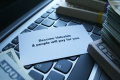 Raad hoe te om Meer Geld te maken royalty-vrije stock afbeelding
