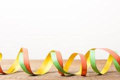Raad met kleurrijke wimpels Stock Foto's