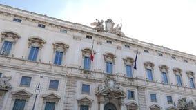 Raadpleeg Paleis Mooie oude vensters in Rome (Italië) 4K stock videobeelden