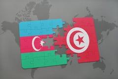 raadsel met de nationale vlag van azerbaijan en Tunesië op een wereldkaart Stock Illustratie