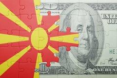 Raadsel met de nationale vlag van het bankbiljet van Macedonië en van de dollar Stock Afbeeldingen