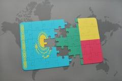 raadsel met de nationale vlag van Kazachstan en benin op een wereldkaart Royalty-vrije Stock Afbeeldingen