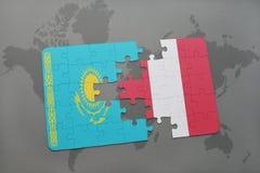 raadsel met de nationale vlag van Kazachstan en Peru op een wereldkaart Royalty-vrije Stock Foto's