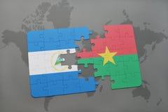 raadsel met de nationale vlag van Nicaragua en Burkina Faso op een wereldkaart Stock Fotografie