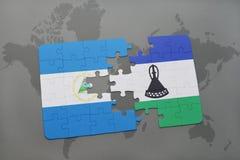 raadsel met de nationale vlag van Nicaragua en Lesotho op een wereldkaart Stock Fotografie