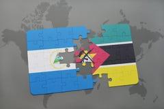 raadsel met de nationale vlag van Nicaragua en Mozambique op een wereldkaart Stock Foto