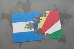 raadsel met de nationale vlag van Nicaragua en Seychellen op een wereldkaart Stock Afbeeldingen