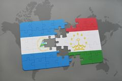 raadsel met de nationale vlag van Nicaragua en tajikistan op een wereldkaart Royalty-vrije Stock Foto's
