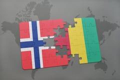 raadsel met de nationale vlag van Noorwegen en Guinea op een wereldkaart Stock Afbeelding