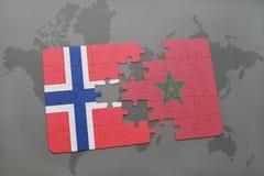 raadsel met de nationale vlag van Noorwegen en Marokko op een wereldkaart Stock Afbeelding