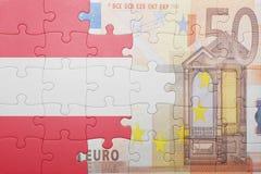 Raadsel met de nationale vlag van Oostenrijk en euro bankbiljet stock afbeelding