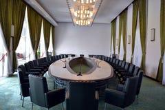 Raadszaal stock afbeeldingen