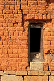 Raamkozijn in bakstenen muur Royalty-vrije Stock Foto