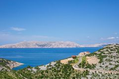 rab d'île de la Croatie de côte rocheux photos stock