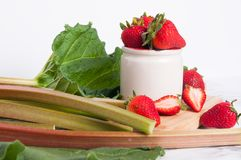 Rabarber och jordgubbar Fotografering för Bildbyråer