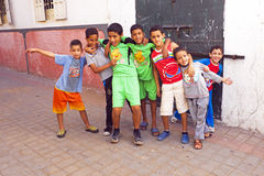 RABAT, ΜΑΡΟΚΟ - 15 Οκτωβρίου 2013: Παιδιά στις οδούς στο Al Eid Στοκ Εικόνα