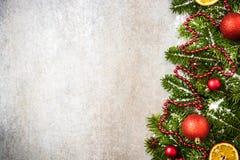 Rabatowy tło z świąteczną Bożenarodzeniową jodłą lub girlanda Fotografia Stock