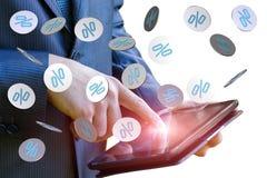 Rabatt i form av intresse från mobilen app Royaltyfri Foto
