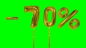 Rabatt 70 siebzig Prozent weg von der Goldballon-Verkaufsfahne, die auf grünes Schirmeinkaufsangebot schwimmt - stock video