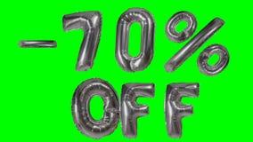 Rabatt 70 siebzig Prozent weg von der silbernen Ballonverkaufsfahne, die auf grünes Schirmeinkaufsangebot schwimmt - stock footage