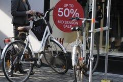 50% Rabatt ssla an H&M Lizenzfreie Stockfotografie