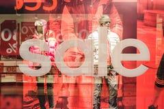 Rabatt-Verkäufe an Adidas-Speicher Lizenzfreie Stockfotos