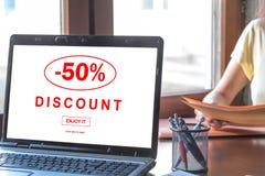 Rabattkonzept auf einem Laptopschirm Lizenzfreies Stockbild