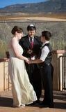 Rabbin avec les couples gais Image stock