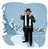 Rabbiner, der ein dreidel in der schneebedeckten Szene hält Stockfotos