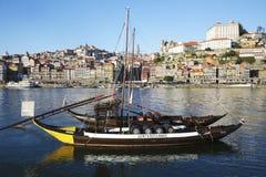 Rabelo Boote und Porto im Hintergrund Stockfotografie