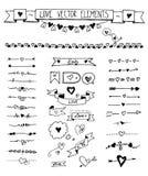 Rabiscar o divisor, seta, ícones da beira ajustados com elementos tirados mão dos corações do esboço ilustração stock