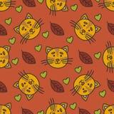 Rabiscar o teste padrão do outono com gato, folhas e corações Foto de Stock Royalty Free