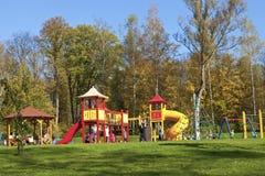 Rabka Zdroj, Polen, 12 Oktober 2014, barnlekplats Arkivbild