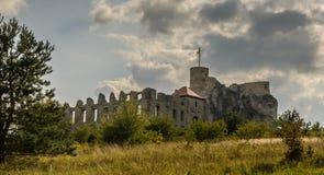Rabsztyn废墟在克拉科夫,波兰附近防御 免版税图库摄影