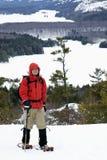 Racchetta da neve di inverno che fa un'escursione - un livello naturale   Immagini Stock Libere da Diritti
