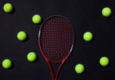 Racchetta di tennis con le sfere Fotografie Stock