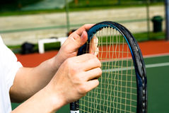 Racchetta di tennis della riparazione Immagini Stock