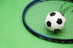 Racchetta di tennis e di gioco del calcio Fotografia Stock